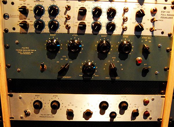 eq-rack-pultec-wikimedia-flickr-avex21-smaller