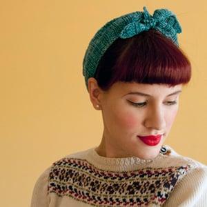 Knitting kerchief hair preview400