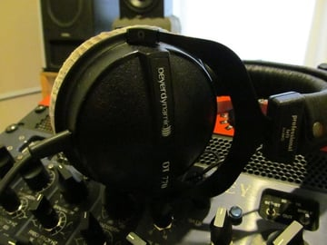 Closed Back Headphones web