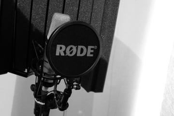 Condenser mic with pop shield and reflection filter. Photo: Tim Sheerman-Chase,