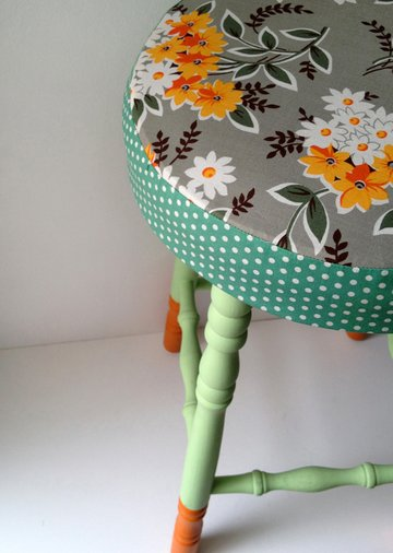 boring old stool a beautiful makeover Step10