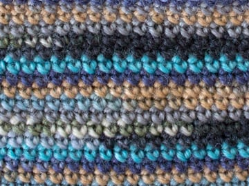 marinke-slump_crochet-tablet-sleeve_self-striping-yarn