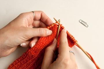 knitting_droppedstitch_returntoneedle