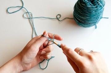 knitting_kerchief_caston1