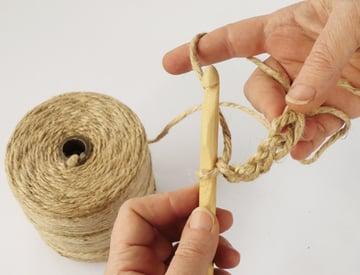 crochet-jute-wallhanging-03round1