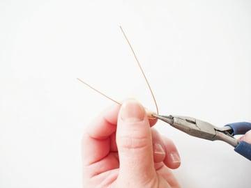 Heart-shaped-earrrings-bending-the-wire