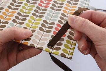 wraparound-case-pull-ribbon-through-right-cut