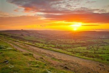 Image Credit: Hope Valley Sunrise by Simon Bray