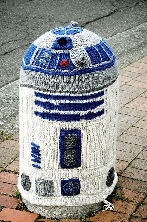 R2D2 Yarn Bomb