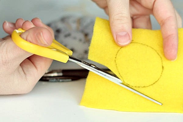 STEP10-MAKE A CIRCLE (2)-pin cushion