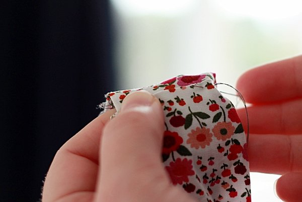 step10-tetthing necklace-sew