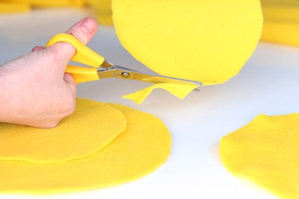 step2-create the felt circles (2)-hoops