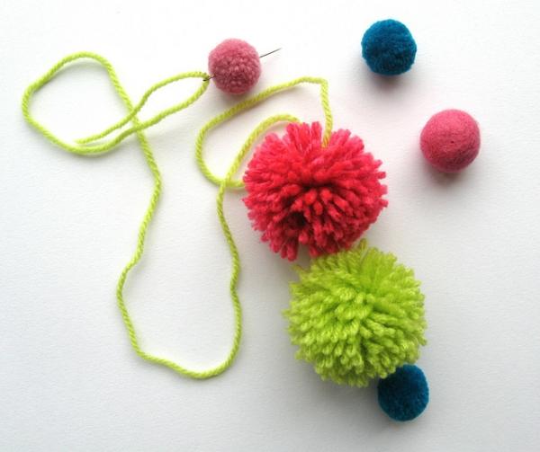 Make strings of pompoms