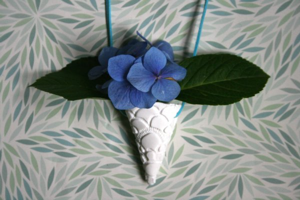 Make a polymer clay posy pendant necklace via Crafttuts+