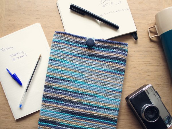 marinke-slump_crochet-tablet-sleeve_final-image