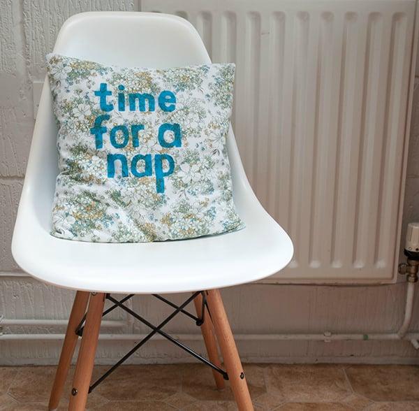 Printed cushion with slogan tutorial