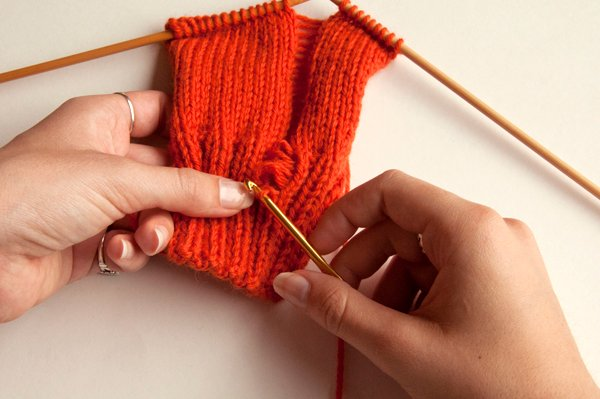 knitting_droppedstitch_hookup2