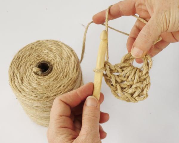 crochet-jute-wallhanging-06round2