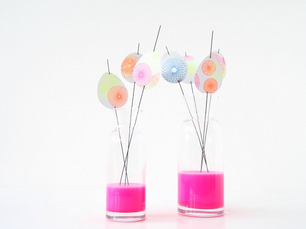 Spirograph-Easter-Eggs-decorations-in-vases