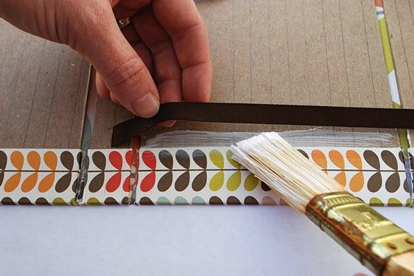 wraparound-case-brush-glue-under-ribbon
