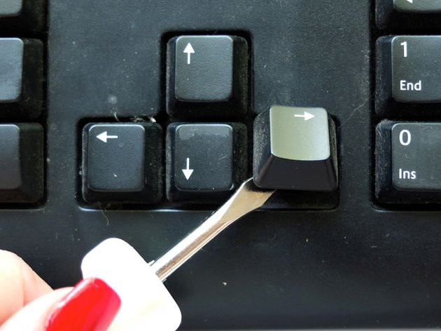 Removing keys from computer keyboard