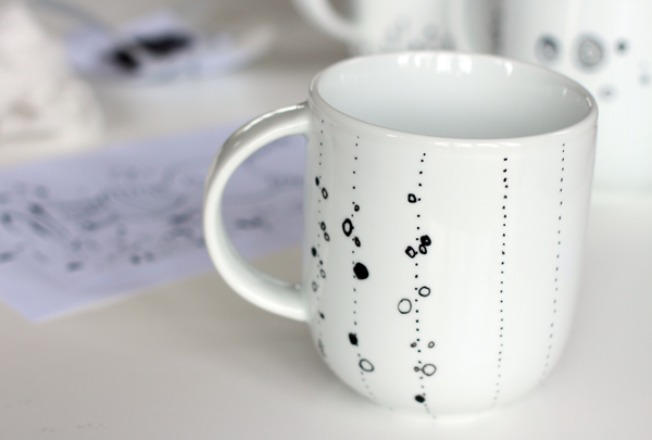 how to decorate a coffee mug using a porcelain marker. Black Bedroom Furniture Sets. Home Design Ideas