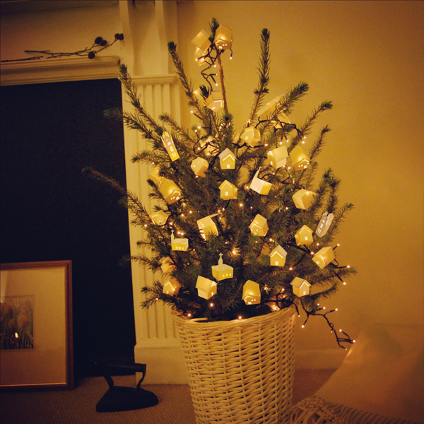 Make Paper Lantern Decorations For Your Christmas Tree