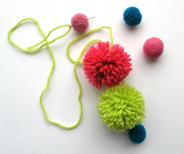 Make strings of pompoms