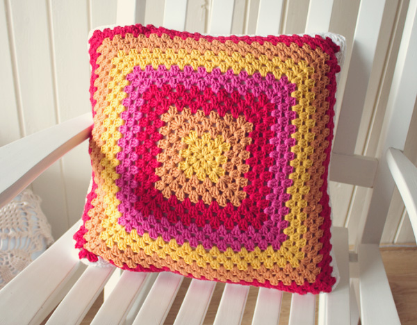 grannysquare_pillow-finished2