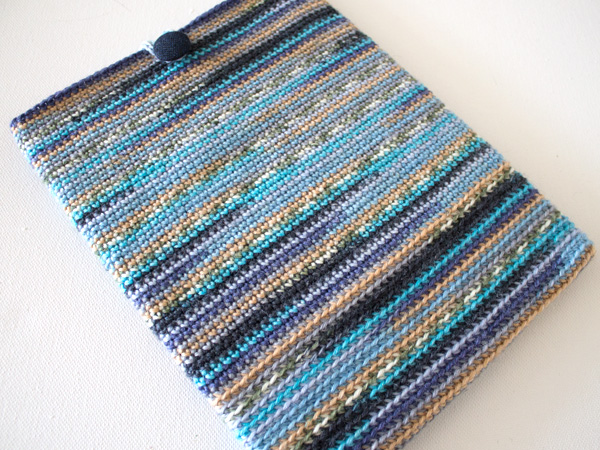 marinke-slump_crochet-tablet-sleeve_final-image2