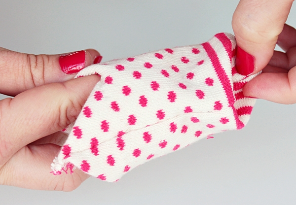 20-turn the sock inside out-cat sleeve tutorial