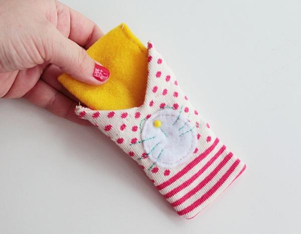 25-insert felt in sock-cat sleeve tutorial