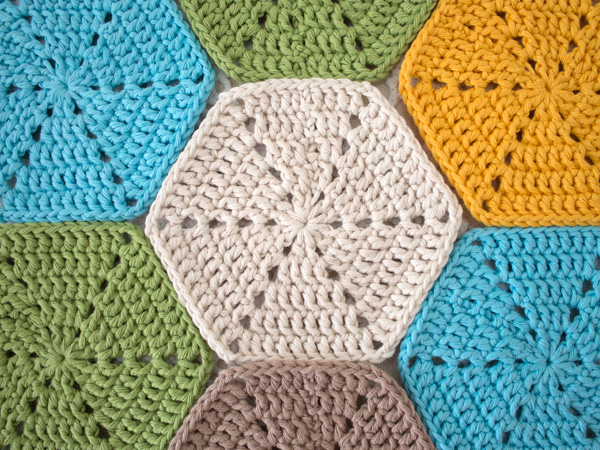 Crocheting Hexagons : Crochet a Beautiful Hexagon Table Runner