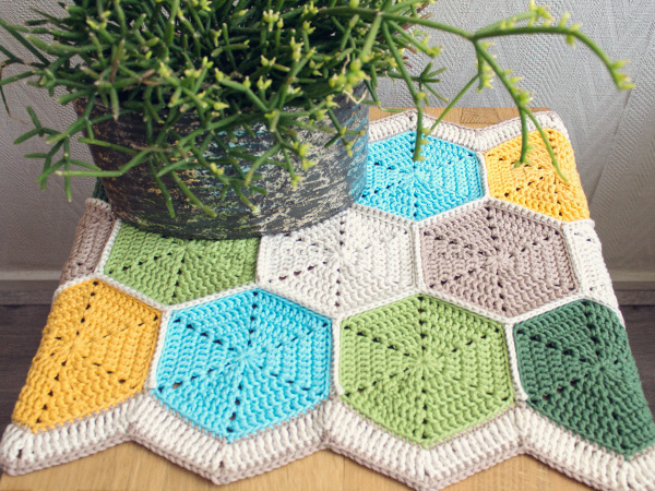 Crochet A Beautiful Hexagon Table Runner