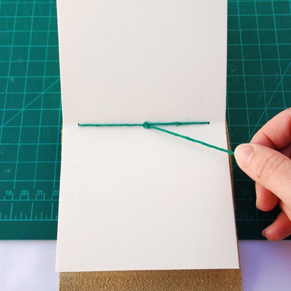 Termine a sua ligação com o fio por dentro da última assinatura.