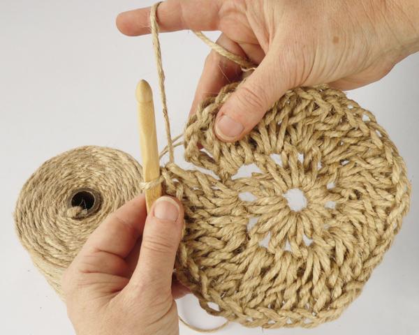 crochet-jute-wallhanging-11round3