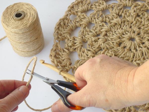 Crochet Twine : How to Crochet a Stunning Natural Jute Wall Hanging