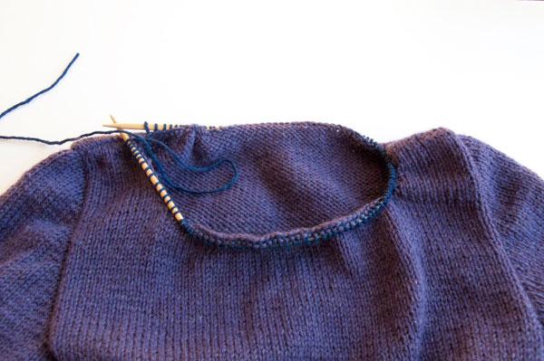 knitting-pullover-neckline_pickup