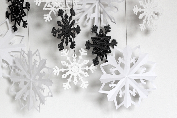 Last minute christmas craft bead and paper snowflakes