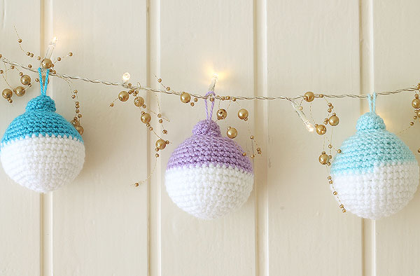 wink-crochet-christmas-ornaments-finished2