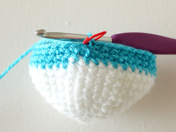 wink-crochet-christmas-ornaments-step20