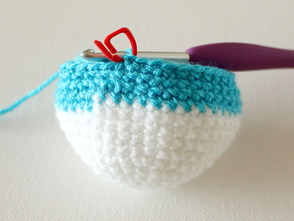 wink-crochet-christmas-ornaments-step21