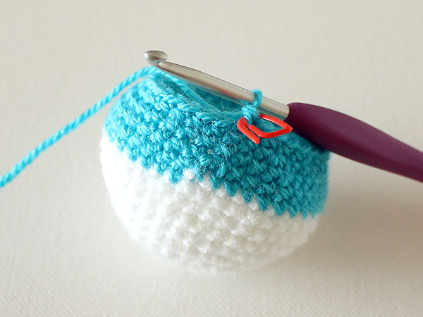 wink-crochet-christmas-ornaments-step22