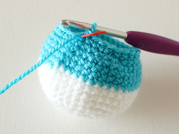 wink-crochet-christmas-ornaments-step23