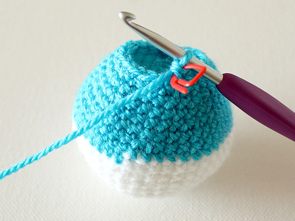 wink-crochet-christmas-ornaments-step25