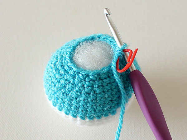 wink-crochet-christmas-ornaments-step27