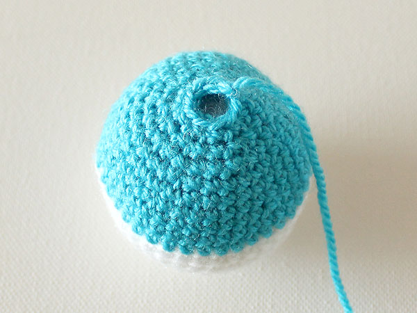 wink-crochet-christmas-ornaments-step29