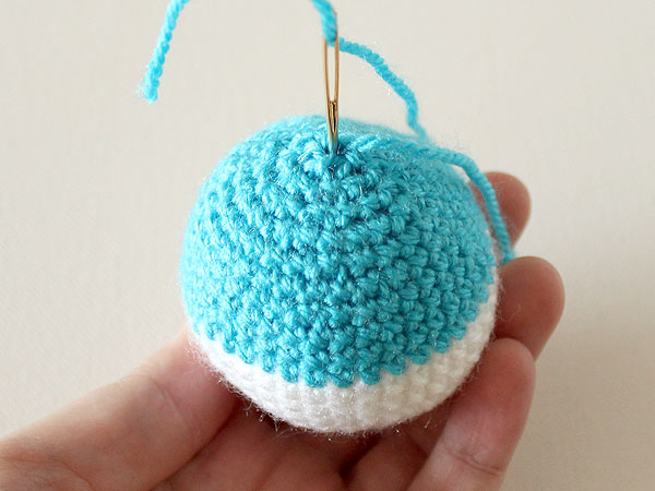 wink-crochet-christmas-ornaments-step32
