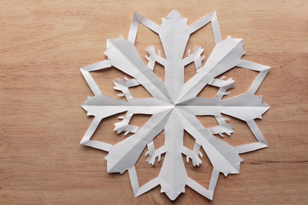 how to make the perfect paper snowflake