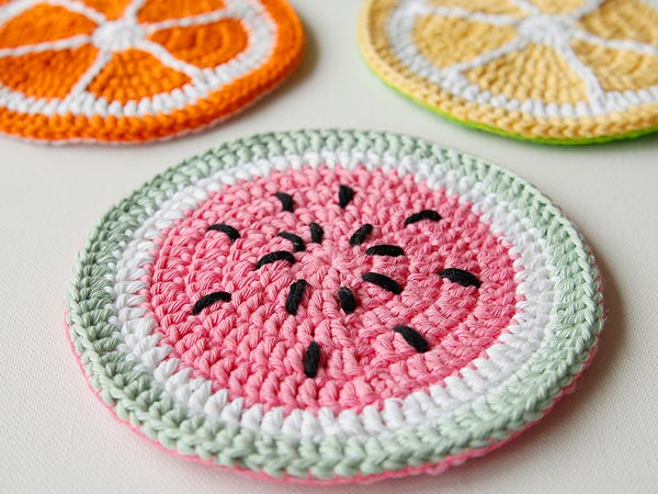 Kitchen Crochet Patterns featured by top US crochet blog, Flamingo Toes: fruit potholders